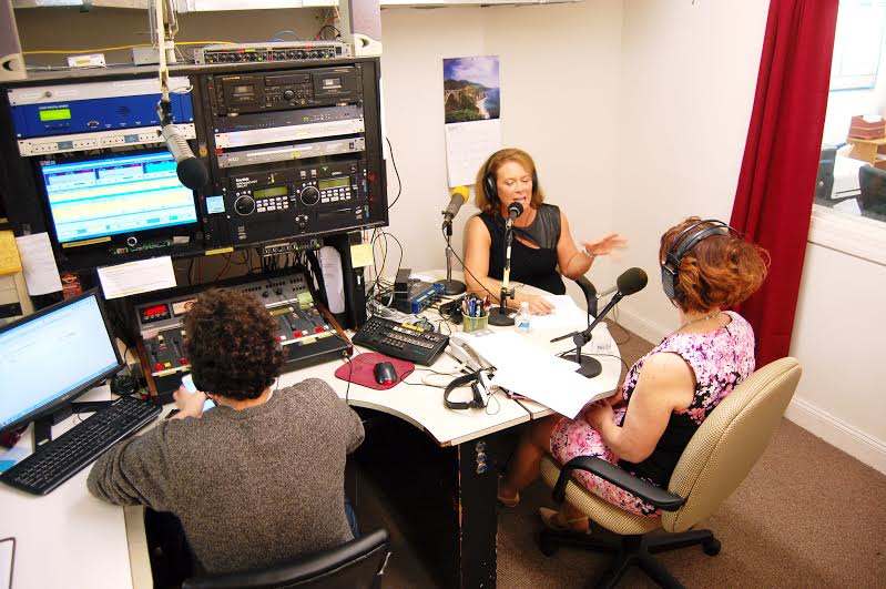 lauren-and-tracie-live-on-air-2_orig